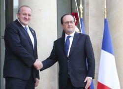 საფრანგეთში ოფიციალურ ვიზიტად მყოფი საქართველოს პრეზიდენტი გიორგი მარგველაშვილი საფრანგეთის პრეზიდენტმა ფრანსუა ოლანდმა ელისეის სასახლეში მიიღო